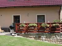 terasa zahrada - pronájem rekreačního domu Úpice-Radeč