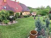 zahrada - rekreační dům ubytování Úpice-Radeč