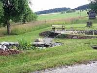 zahrada - lavička
