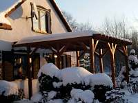 pergola pod sněhem