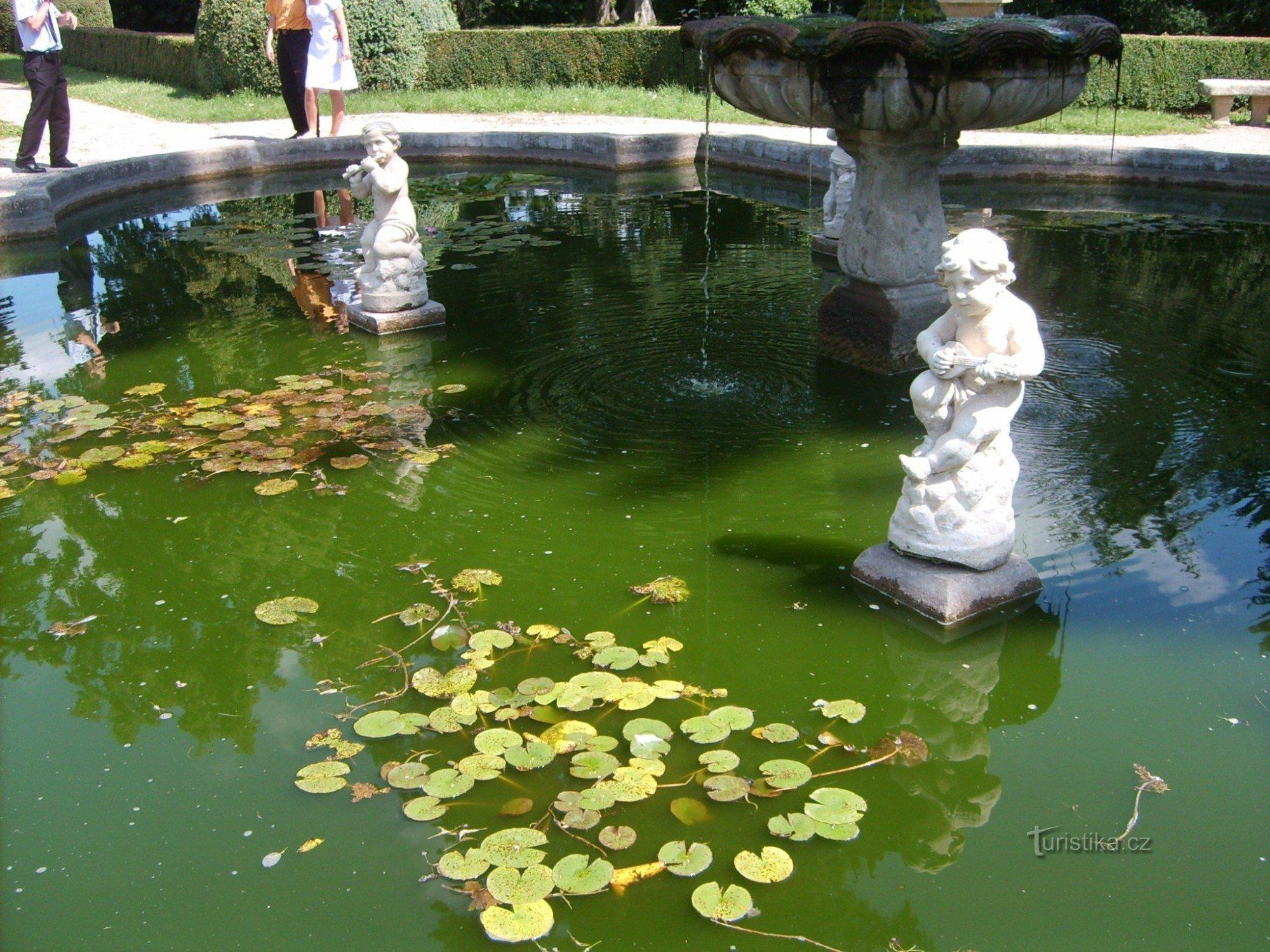 Buchlovice - zámocká záhrada a skleníky