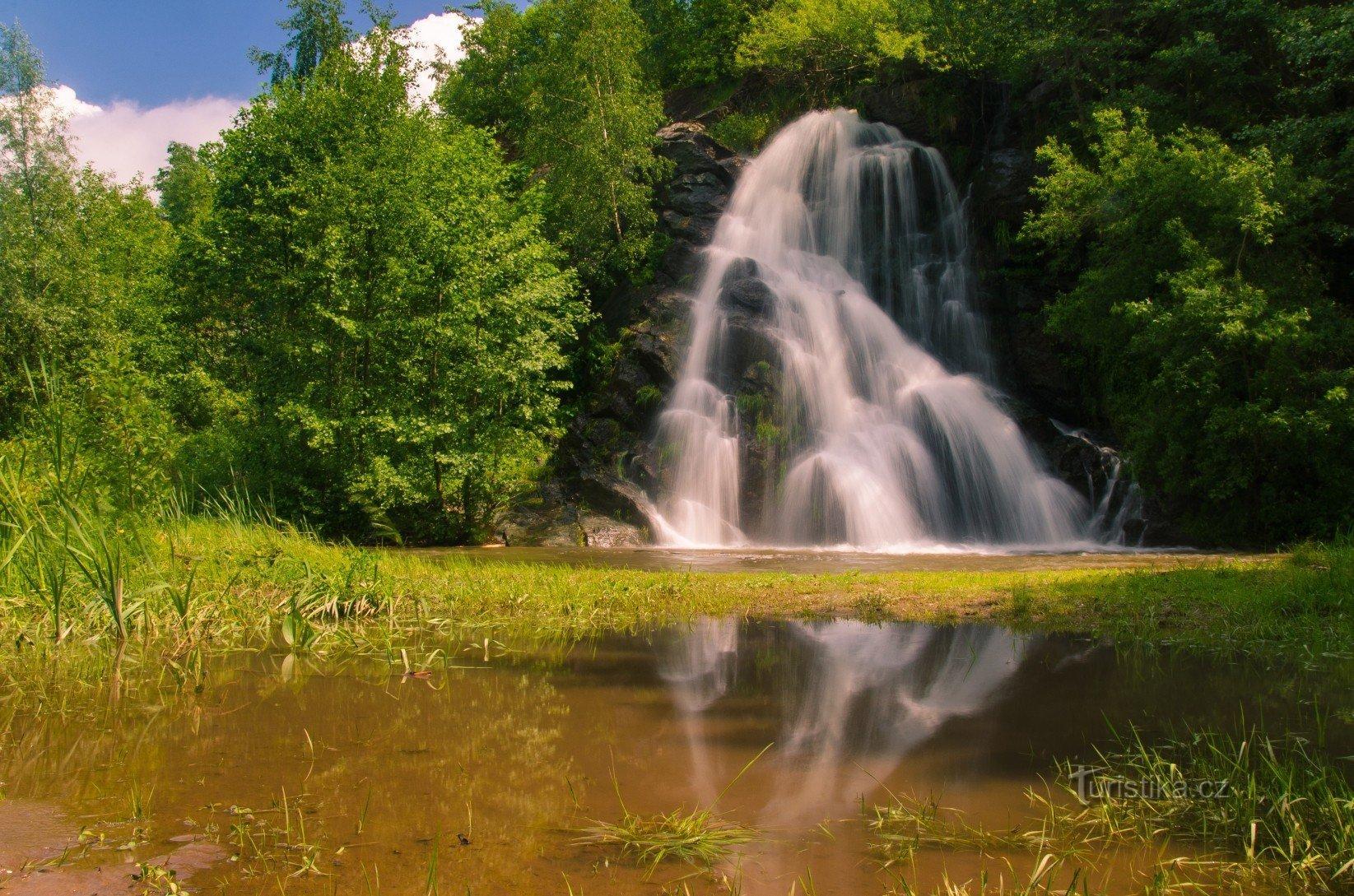 Mastecký vodopád a lom Masty