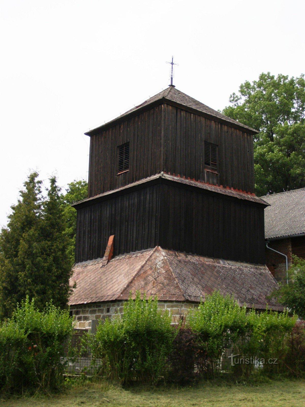 Mladějov - kostel svatého Jiljí se zvonicí