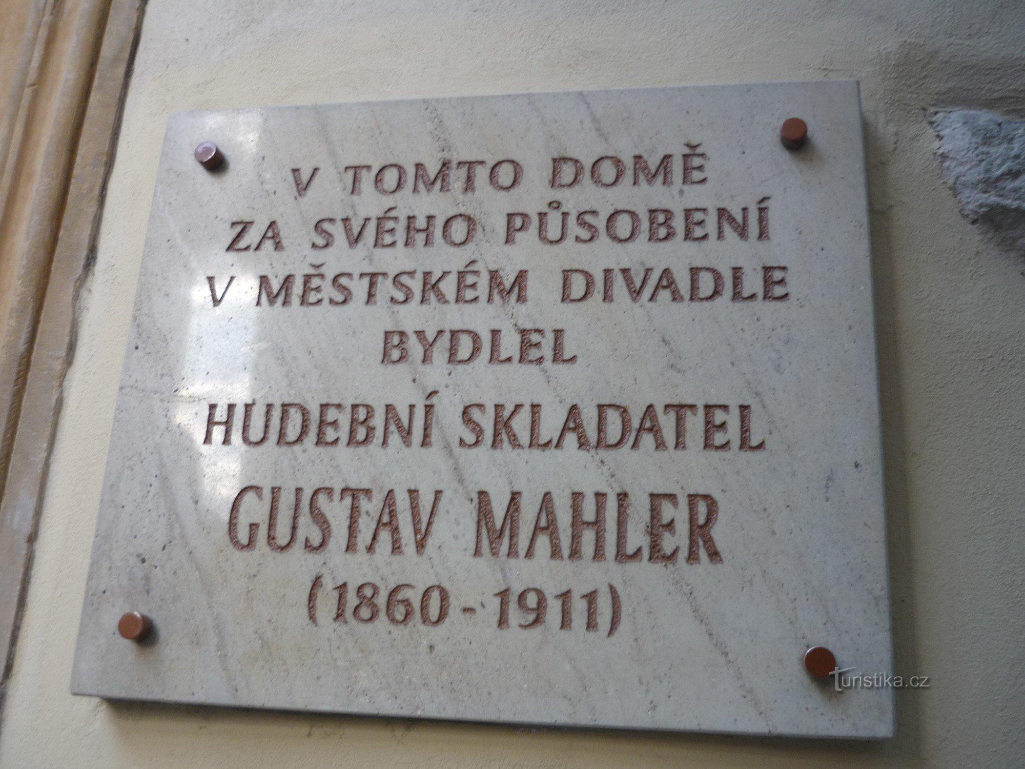 Olomouc - Dům s rybou (domovní znamení)