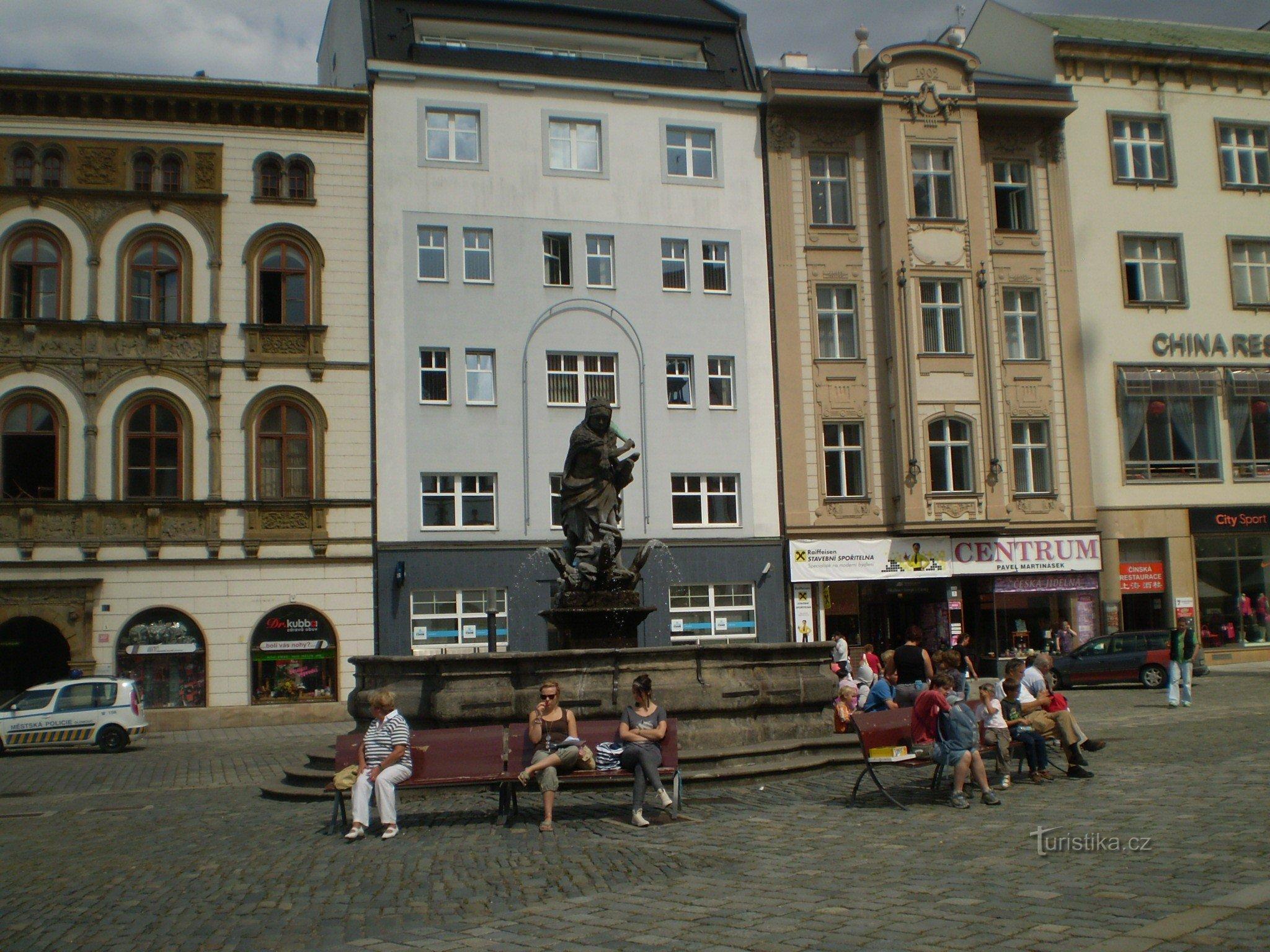 Olomouc, Horní náměstí, Herkulova kašna