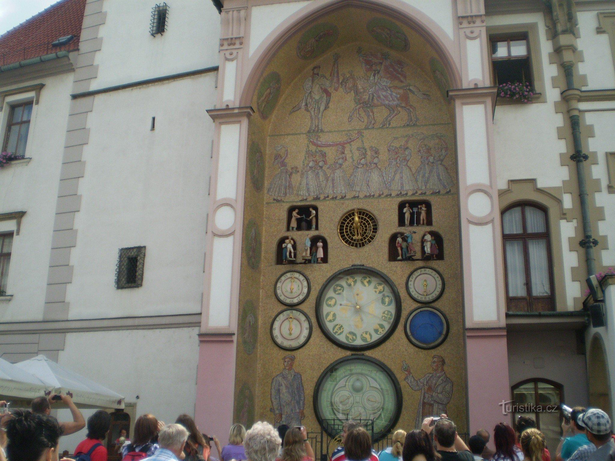 Olomouc, Horní náměstí, orloj