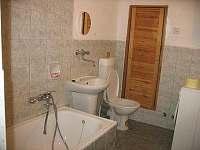 koupelna ve spodním apartmánu