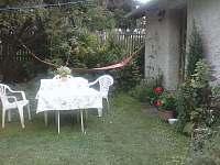 Zahrada - chalupa ubytování Branišov