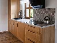 kuchyň - chalupa k pronájmu Kameničky