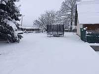 Zahrada za chalupou - zima