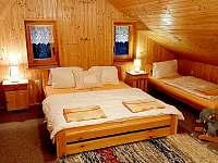 ložnice v podkroví - chata k pronajmutí Větrný Jeníkov