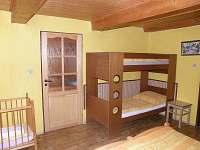 patrová postel v ložnici - pronájem chaty Větrný Jeníkov