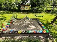 pískoviště a hry pro děti - pronájem chaty Větrný Jeníkov