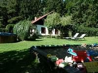 zahradní lehátka k relaxaci - chata k pronájmu Větrný Jeníkov