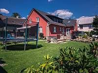 Penzion Red Pine zahrada s dětským hřištěm - Vlachovice