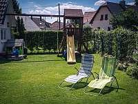 Penzion Red Pine zahrada s dětským hřištěm - ubytování Vlachovice