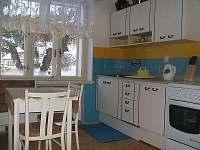 kuchyň-základně vybavená