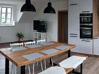 obývací pokoj - první patro - Mirošov
