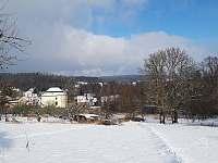 Pohled od penzionu na obec Mirošov -