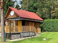 Chata u borovicového háje