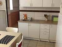 kuchyně - pronájem chalupy Častrov - Perky