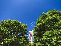 pohled na jemnickou věž kostela sv. Stanislava -