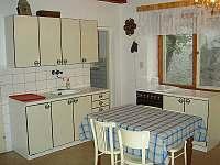Kuchyň - chalupa k pronájmu Svépravice