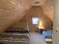 Ložnice v podkroví - chata ubytování Březí nad Oslavou