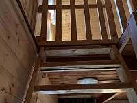 Schodiště s dětskou zábranou - pronájem chaty Březí nad Oslavou