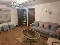 Obývací pokoj v přízemí - chalupa ubytování Bystřice nad Pernštejnem