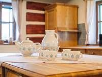 Stylové originální nádobí - pronájem chalupy Proseč - Záboří