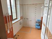 Bezbariérová sprcha - apartmán k pronajmutí Sněžné - Blatiny