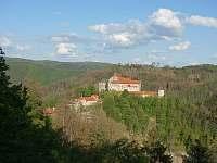 hrad Pernštejn - chalupa k pronajmutí Skorotice