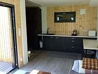 Obytný pokoj s kuchyňkou - chata ubytování Perneštejnské Jestřabí - Maňová