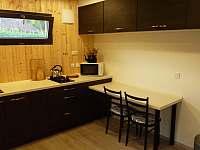 Obytný pokoj s kuchyňkou - chata k pronájmu Perneštejnské Jestřabí - Maňová