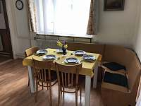 Kuchyňský stůl - chalupa k pronájmu Krucemburk