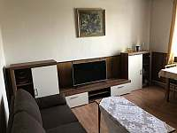 Obývací pokoj - chalupa k pronájmu Krucemburk