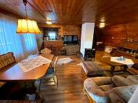 kuchyňský kout a obývák - chata k pronajmutí Kraskov