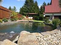 nejromantičtější je jezírko s vodopádem - chata ubytování Kraskov