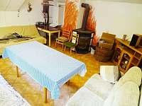 místnost s krbovými kamny - Sádek u Poličky