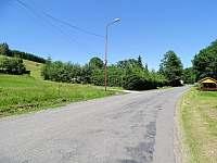 příjezdová silnice od Jimramova - chalupa k pronájmu Sádek u Poličky