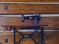Majiteli restaurovaný šicí stroj - Proseč - Martinice