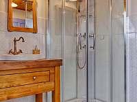"""Sprchový box v """"zelené"""" koupelně v prvním patře - Proseč - Martinice"""