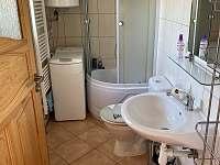 koupelna se sprchovým koutem a pračkou - Seč - Proseč