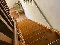 pohled ze schodiště - chalupa k pronájmu Seč - Proseč