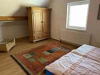 první ložnice s velkou šatní skříní - Seč - Proseč