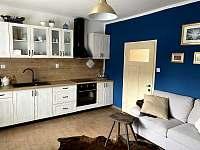 Kuchyň se sezením a TV - Těmice