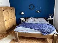 Ložnice s manželskou postelí č.1 - pronájem chalupy Těmice