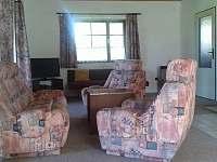 Obývací místnost - chalupa k pronájmu Rušínov - Hostětínky