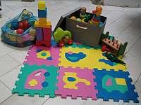 Detská hrací podložka s hračkami - Hroubovice